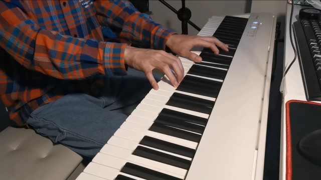 值得循环一天的深情古风,姚六一《隔岸》钢琴弹唱教学
