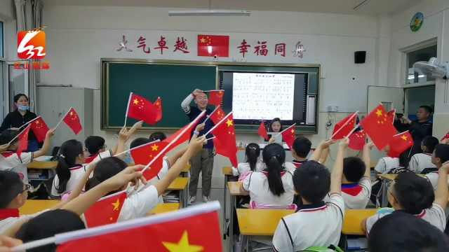 重回校园,和同学们唱响《我和我的祖国》