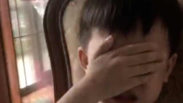 我不快乐了!萌娃上学前崩溃大哭,母亲:他才发现手机真好玩