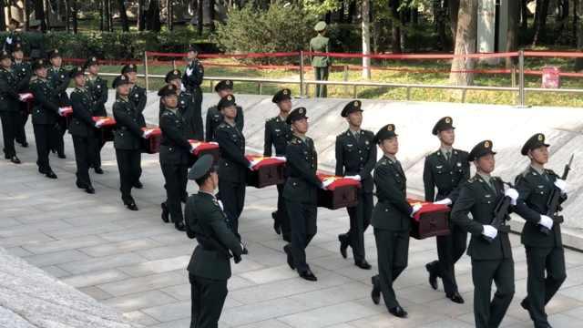 向英烈致敬!第七批在韩志愿军烈士安葬仪式在沈阳举行