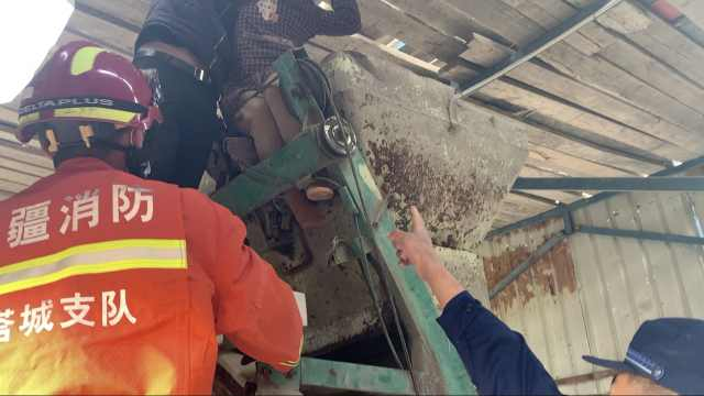 女工人因操作不当双腿卡进搅拌机:消防20分钟破拆救援