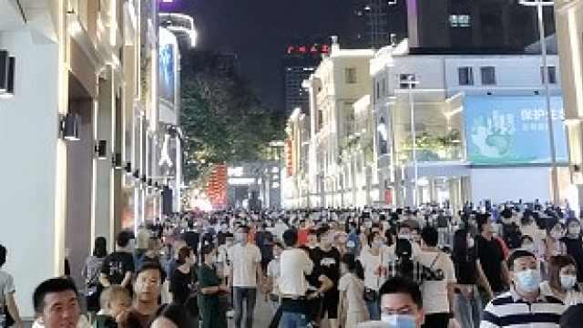 广州北京路翻新后国庆人气爆棚,游客称逛街要挤着缝走
