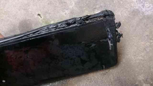 华为手机突然起火烧伤女子大腿,曾更换非原厂电池