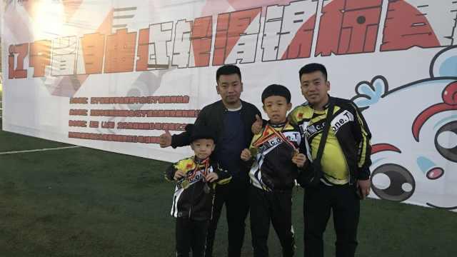 双胞胎轮滑教练带出一对亲哥俩冠军:当教练就是想弥补遗憾