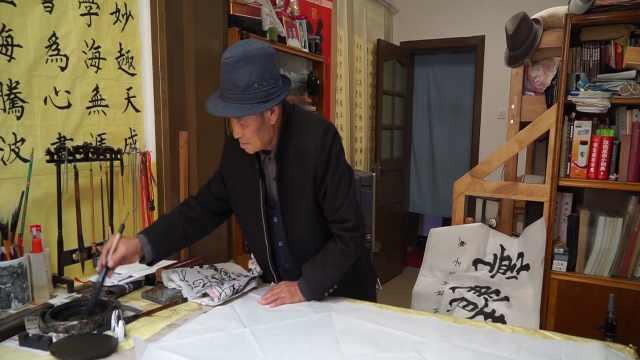 庆阳一八旬老人潜心创作12米书法长卷