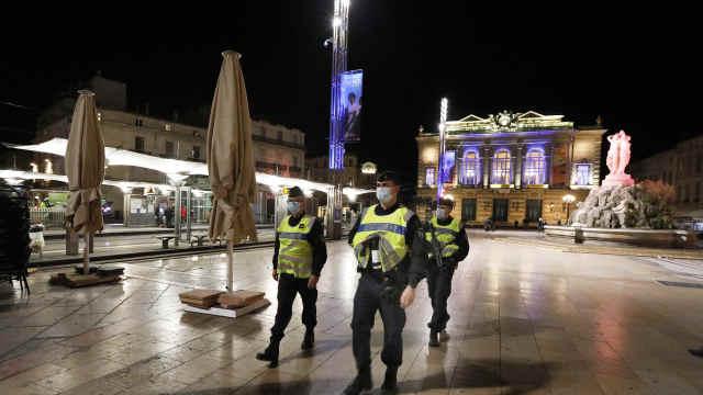 直击法国宵禁!夜巴黎不再,法国60年首次实施宵禁
