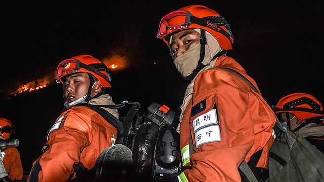 记者亲身体验后发现,当一名森林消防员太不易!