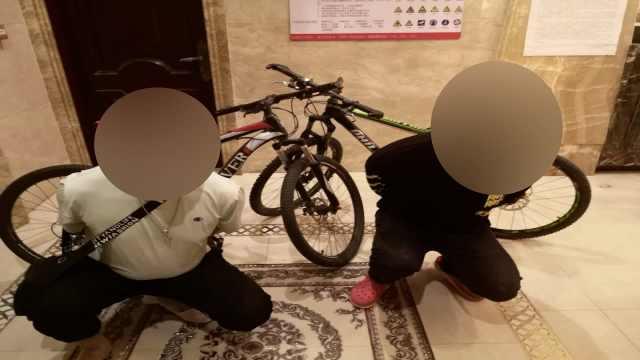 两男子偷学生自行车被抓,民警:身穿名牌且都是高材生