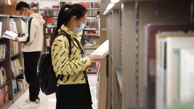 """""""深圳书展""""正在进行中,市民最喜欢的书籍是哪本?"""