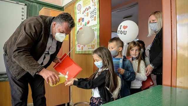 英国专家:新变种病毒可能容易通过儿童传播