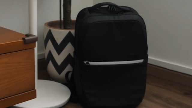 谷歌推出智能背包,售价6千多,可通过手势操纵手机!