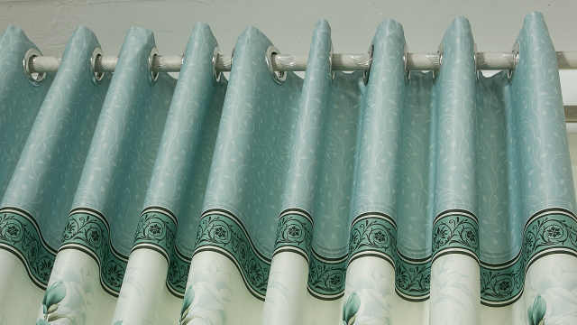 越来越多人窗帘不挂罗马杆了,如今流行装这种,好看又省钱!