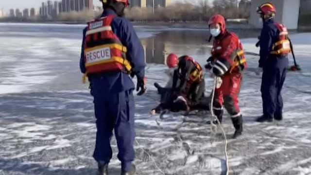 冬泳队员刚上岸就遇呼救,再跳冰水勇救4岁落水小男孩