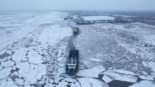 东北到底有多冷?渔船被冰封海面场面壮观