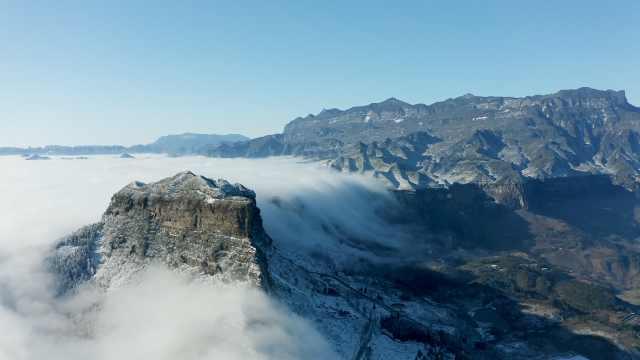 美到窒息!重庆金佛山云瀑翻越雪山飞流直下