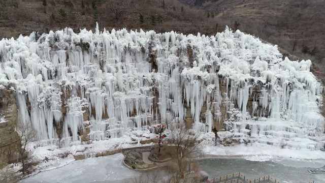 潭溪山冰瀑奇观进入最佳赏期,远处望去如一道巨大冰墙