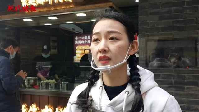 """南京95后""""肉饼西施""""神似周冬雨,一天最多卖出2000个饼"""