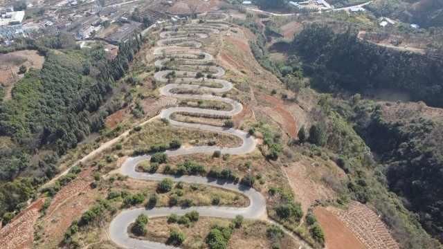云南这条7公里山路有68道拐,曲折蜿蜒像巨龙盘踞山间