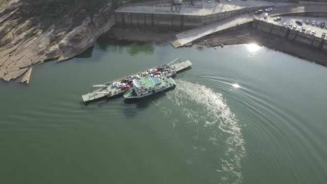 老重庆都怎么过江?这是山城最后的公益车渡,60年不停航