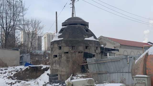 隐藏在建筑物旁的百年炮楼,见证了抚顺曾经屈辱的历史