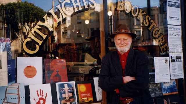 城市之光书店创始人读他的诗:世界是个值得你来的美丽地方