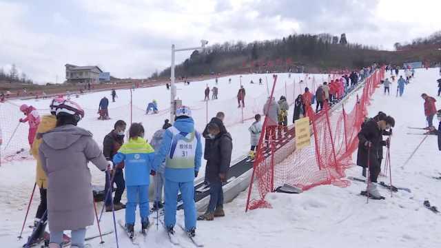 前方大批萌娃出没!华中最大滑雪场日均游客过千人