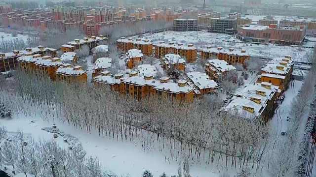 每一帧都很美!航拍雪后新疆小城,银装素裹宛如水墨画