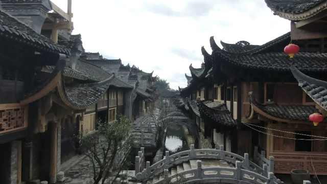湖南芙蓉古镇建老王村:耗时十多年,还原古色古香土家吊脚楼