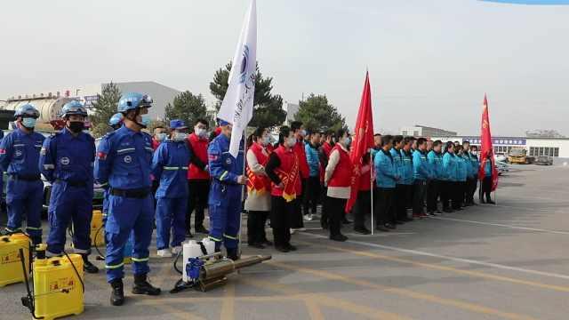 共青团庆阳市委组织为出租车开展义务消杀及爱心捐赠活动