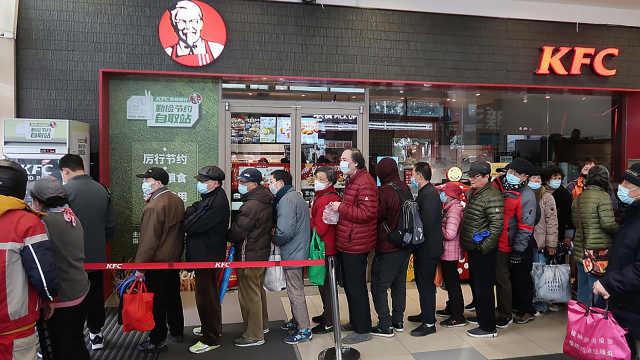 那个遭到市民哄抢的上海肯德基食物银行,我们又去看了看