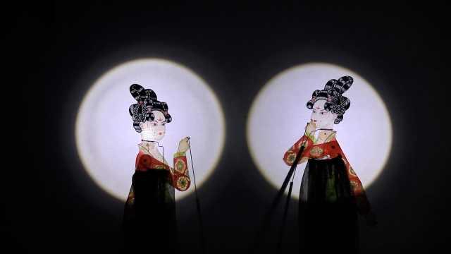 袖珍人演绎皮影版《唐宫夜宴》:手电当灯光,1个动作练几十遍