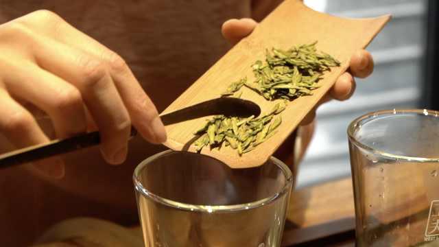 西湖龙井头茶最贵一万一斤:翻炒数万次,一锅只出2两