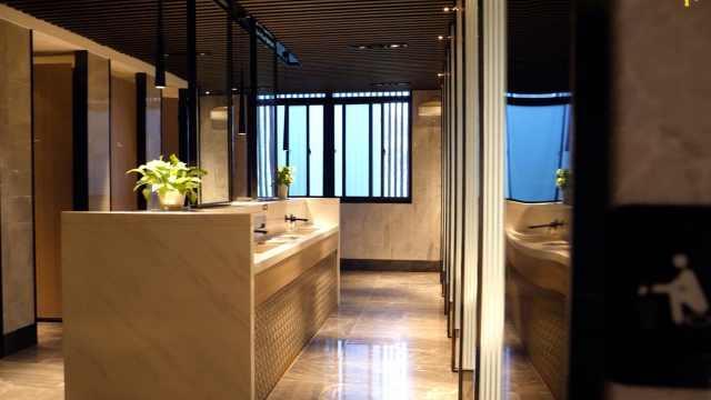 堪比五星级酒店!西安超豪华公厕安装淋浴房,扫码就能用