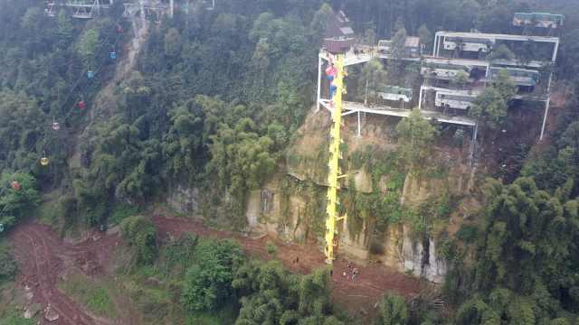 重庆4500度悬崖旋转楼梯,游客看了腿软却是村民致富路