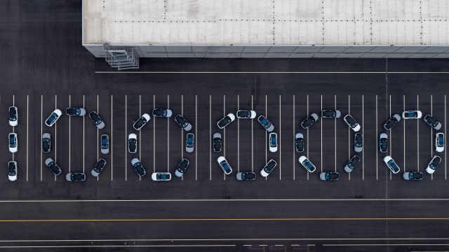 蔚来第十万辆量产车下线:1046天达成,均价近 43 万