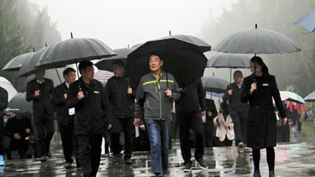 刘少奇同志之子刘源将军回到家乡花明楼