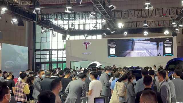 上海车展首个观众日,特斯拉展台人满为患