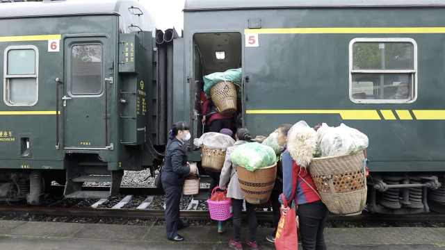 湘西公益慢火车票价最低仅1元,农民用它把土特产运出大山