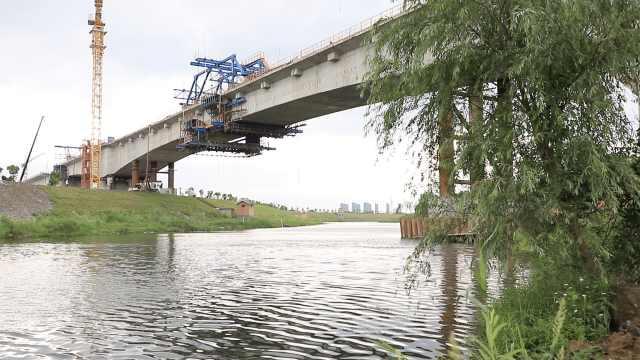 湖杭铁路全线最大跨度连续梁顺利合龙