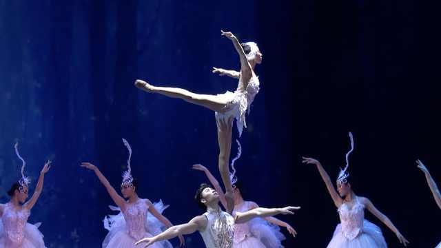 巴掌大的舞台!女杂技演员肩上跳芭蕾,穿烂百双舞鞋浑身伤