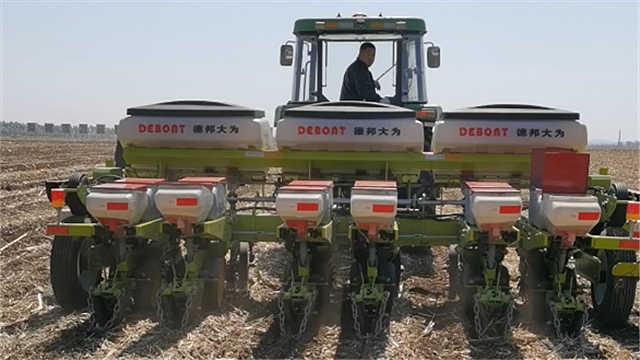 """体验在东北种玉米 """"神器""""进地一步到位"""