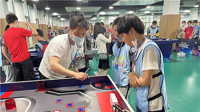 热血对抗!江苏省青少年科技模型大赛国际选拔赛开幕