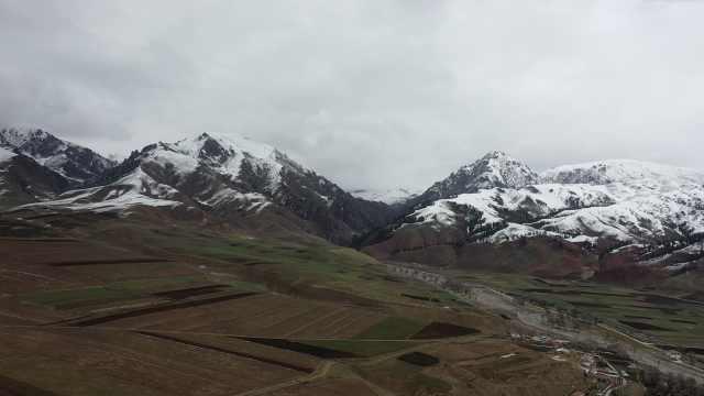 平均海拔3000米年均气温1 ℃,青海小城5月下雪如童话世界