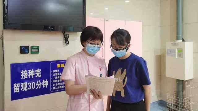 乌海这家医院12个小时不间断接种新冠疫苗!