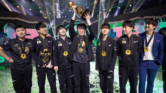 输不起!韩媒配黑白照片报道RNG夺冠,炮轰拳头给RNG特权
