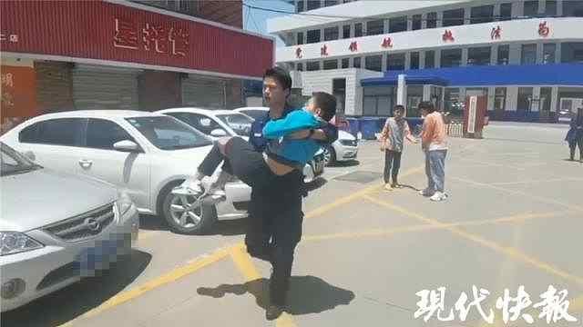 消防站跑来个小朋友:我哥哥在家吐血了