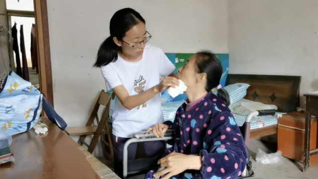 女孩放弃读研照顾病母3年:暴瘦十几斤,周围人曾劝我放弃