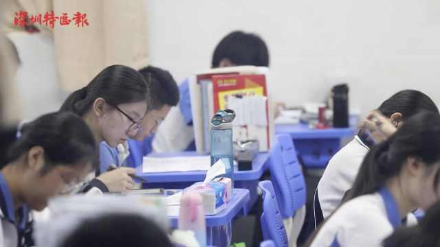 深圳市民给高考考生送祝福