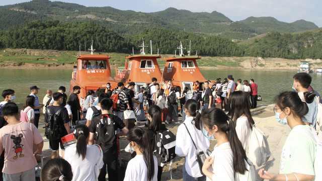 乘风破浪!重庆一中学高三学生坐船参加高考
