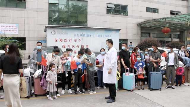 他们免费为20名青海贫困先心病患儿手术,最小的仅10月大